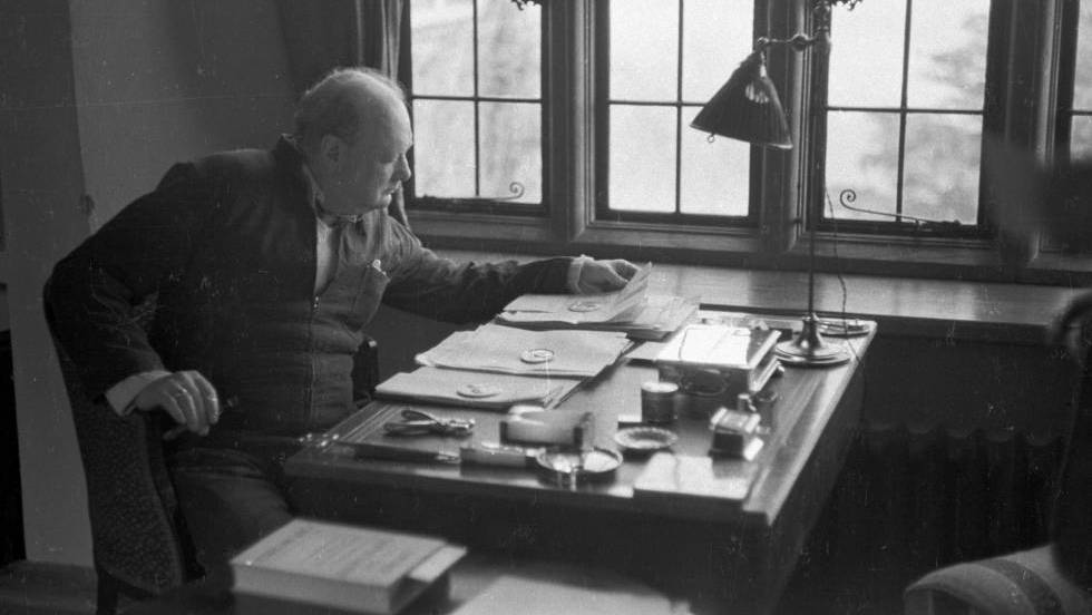 WINSTON CHURCHILL: Lo que Churchill pensaba de la vida extraterrestre