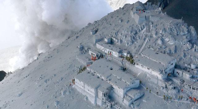 Dramático escape tras la erupción de un volcán en Japón