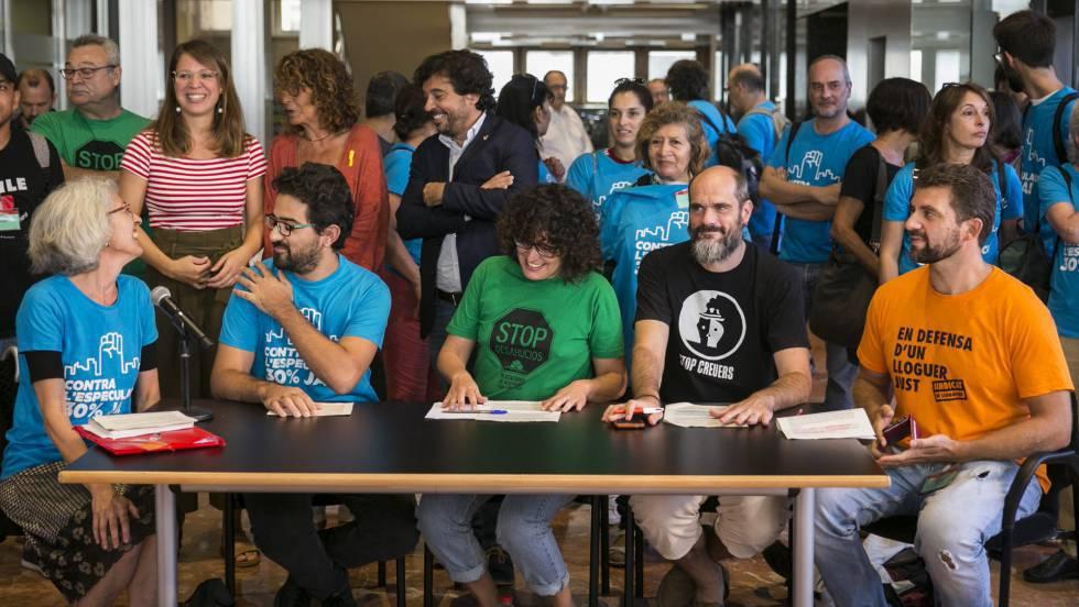 Barcelona aprueba obligar a los promotores a hacer un 30% de pisos sociales