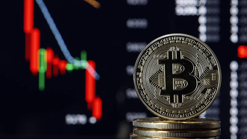 El desplome del bitcoin atiza el miedo al estallido de la burbuja de las criptomonedas