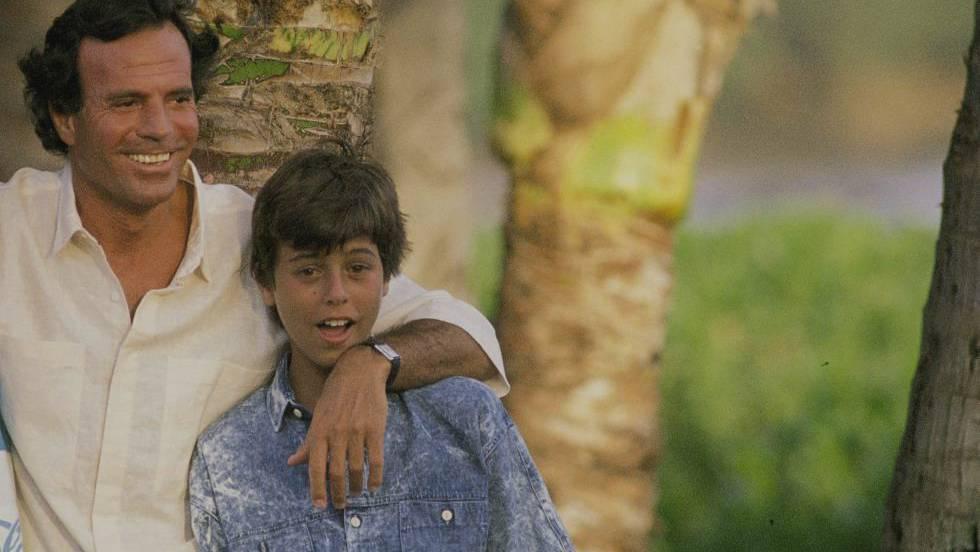 Julio y Enrique Iglesias: la convulsa relación padre-hijo que el mundo es incapaz de comprender