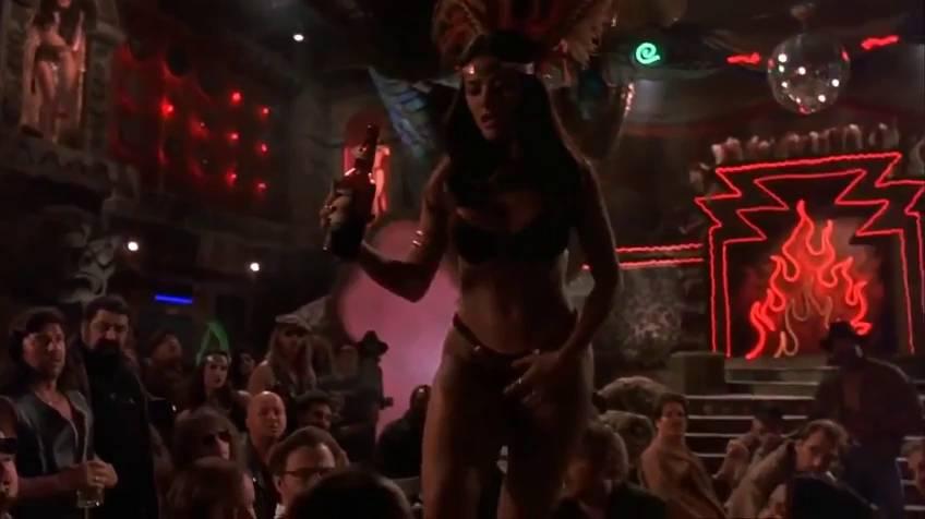 a530f55868 20 años del baile que convirtió a Salma Hayek en mito erótico  esta ...