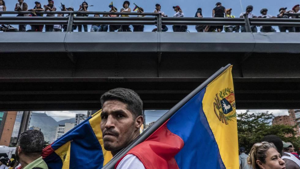 Un nuevo apagón afecta a parte de Caracas durante las marchas de opositores y chavistas.