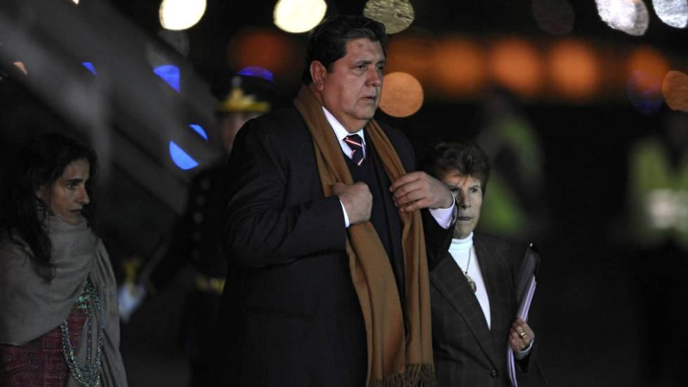 Alan García, en estado crítico tras pegarse un tiro cuando iba a ser detenido