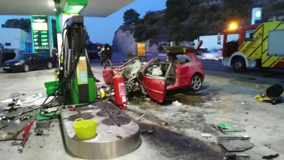Muere una joven asesinada por su novio tras estrellase este contra una gasolinera en Benicàssim  1514227426_981590_1514278089_noticia_fotograma
